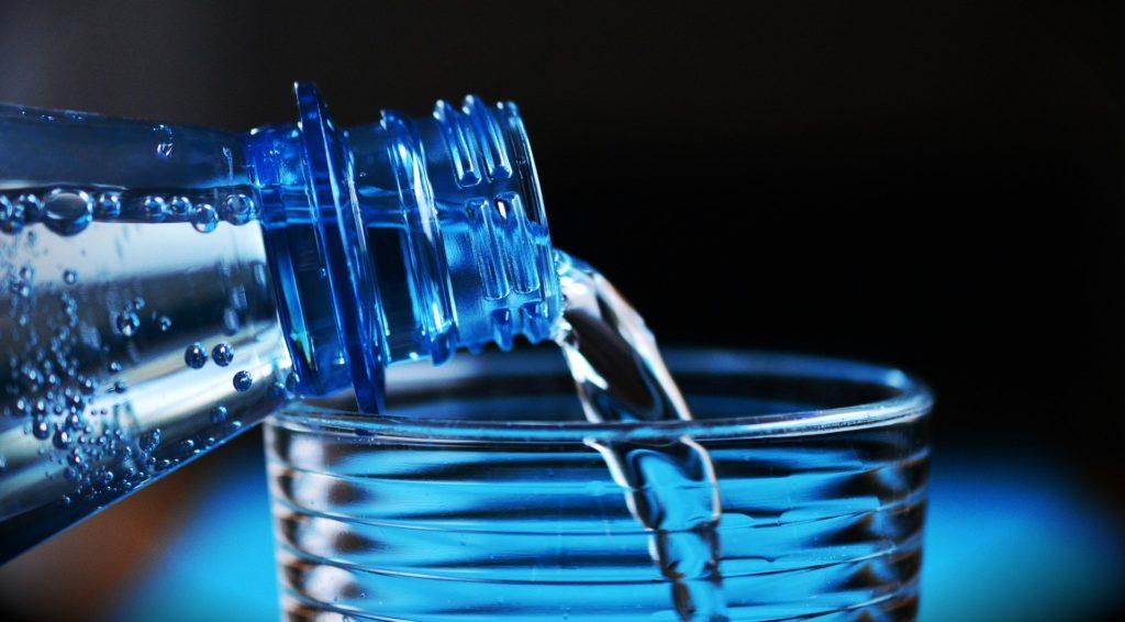 Boire de l'eau pour maigrir des bras rapidement